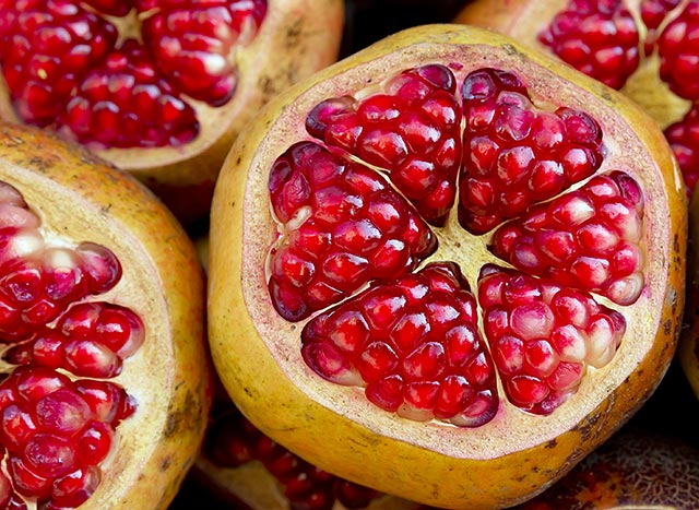 7 Reasons to make POMEGRANATES a part of your diet